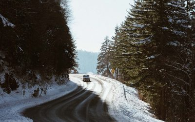 Conduite sur route glissante, neige & glace : quelle formation choisir ?